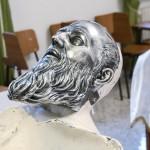 Maschera del santo disegnata ,modellata ,realizzata e patinata da noi in argento microfuso raffigurante il volto di san Giuseppe da Copertino e contenente il suo cranio